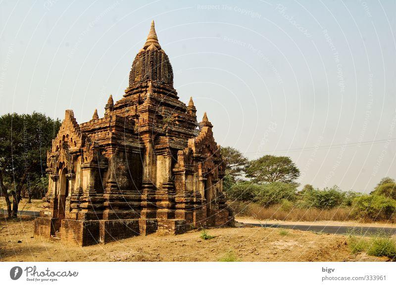 Bagan Ruine gelb gold Tempel Myanmar Farbfoto Außenaufnahme Menschenleer Textfreiraum rechts Tag Sonnenlicht