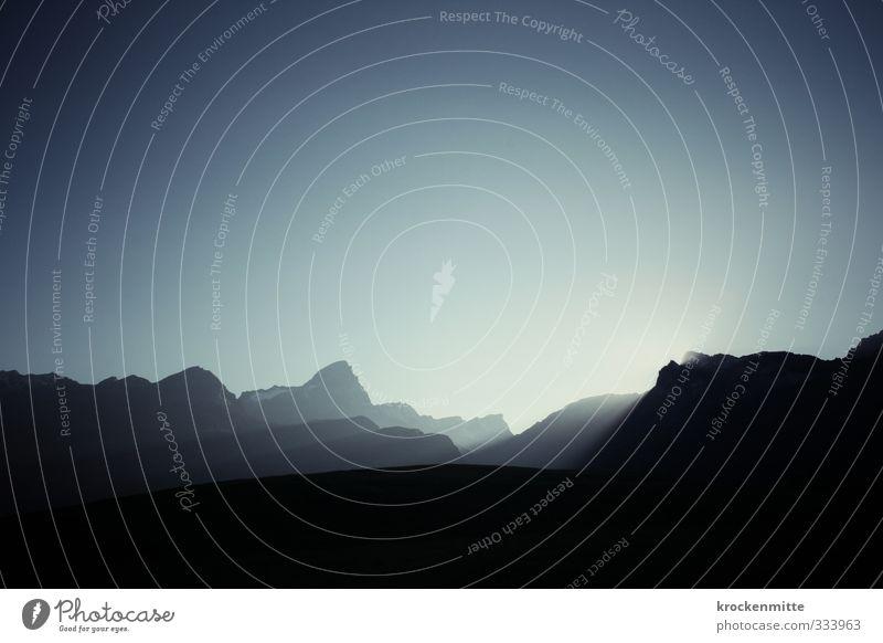 crépuscule Umwelt Natur Landschaft Himmel Wolkenloser Himmel Sonne Sonnenaufgang Sonnenuntergang Sonnenlicht Hügel Felsen Alpen Berge u. Gebirge Gipfel
