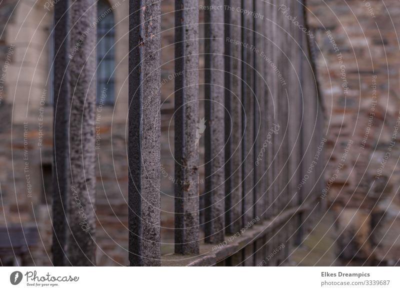 Zaun Stadt Stadtzentrum Menschenleer Dom Sehenswürdigkeit beobachten berühren Bewegung Bekanntheit Sicherheit Ordnungsliebe Glaube Präzision Zusammenhalt Aachen