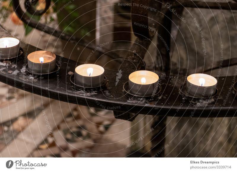 Gebetslichter Metall glänzend leuchten natürlich schön Hoffnung Glaube Erwartung Ewigkeit Hilfsbereitschaft Religion & Glaube Aachen Dom Kerze Kerzenstimmung