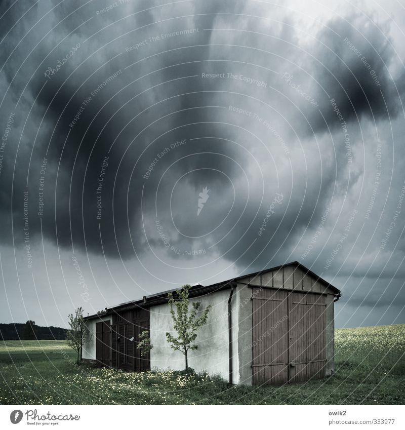 Hüttenkäse Himmel Natur Pflanze Baum Landschaft dunkel Umwelt Gebäude Holz Horizont Wetter gefährlich Klima bedrohlich Bauwerk