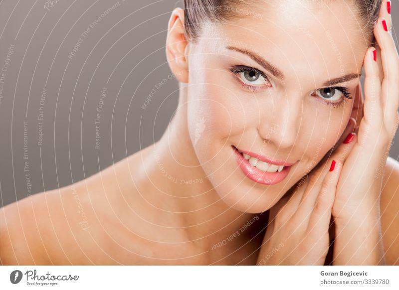 Junge Frau elegant Stil schön Haut Gesicht Schminke Mensch Jugendliche Erwachsene Lippen 1 18-30 Jahre Mode brünett Erotik frisch hell modern natürlich niedlich