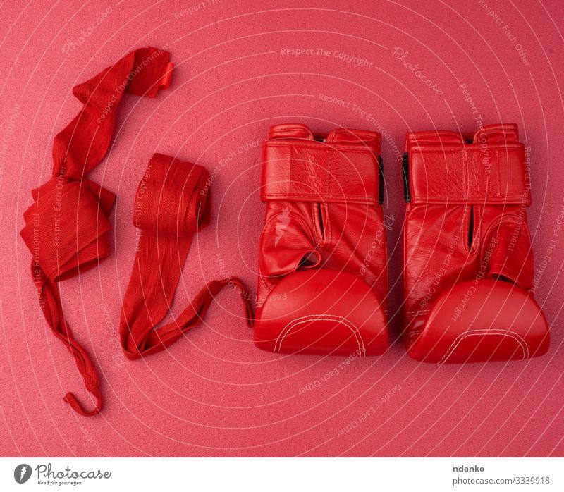 Paar rote Boxhandschuhe aus Leder Lifestyle Sport Fitness Sport-Training Stoff Accessoire Handschuhe Schutz Farbe bandagieren Kasten Boxsport rollen Hintergrund