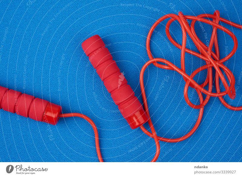 rotes Springseil Lifestyle Wellness Freizeit & Hobby Spielen Sport Werkzeug Seil Kindheit Spielzeug Kunststoff Linie Fitness springen sportlich lang modern neu