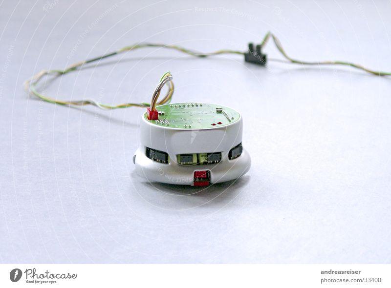 Khepera-Roboter weiß grün kalt grau trist Kabel bedrohlich Technik & Technologie Sauberkeit Elektronik Statue Kybernetik Selbstständigkeit Leuchtdiode
