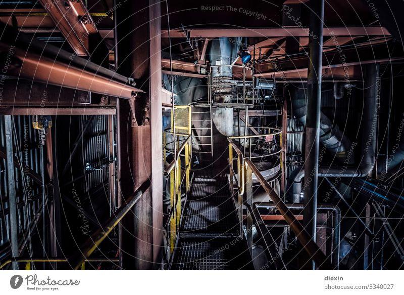 Stillstand alt Stadt dunkel Gebäude dreckig Technik & Technologie Vergänglichkeit Industrie Vergangenheit Verfall Fabrik stagnierend Industrieanlage Stahlwerk