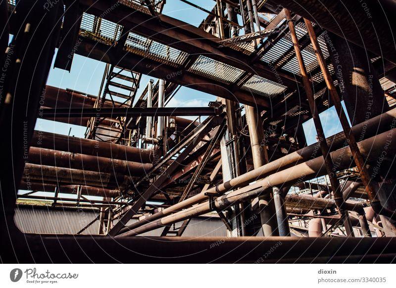 Labyrinth Technik & Technologie Industrie Menschenleer Industrieanlage Fabrik Bauwerk Stahlwerk Röhren Metall alt authentisch dreckig trashig Stadt Verfall