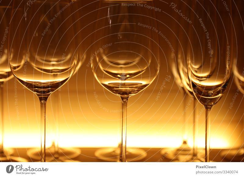 Gläser Abendessen Festessen Geschäftsessen Getränk trinken Glas Gastronomie schön gelb Stimmung genießen Farbfoto Nahaufnahme Detailaufnahme Makroaufnahme