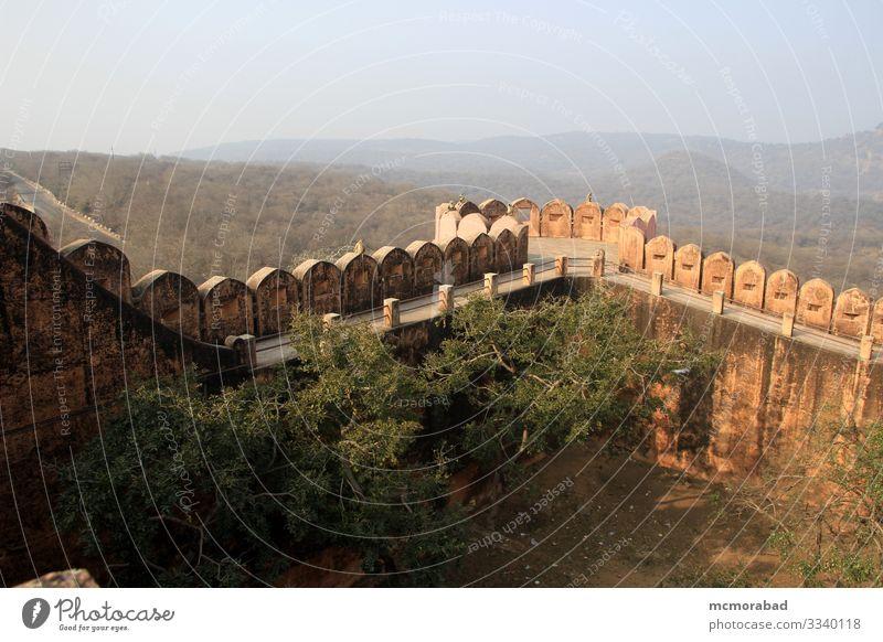 Fort Edge Walkway und Parapet Ferien & Urlaub & Reisen Platz Wege & Pfade Gelassenheit horizontal Asien Indien Rajasthani Jaipur Jaigarh Palast Tourist Festung