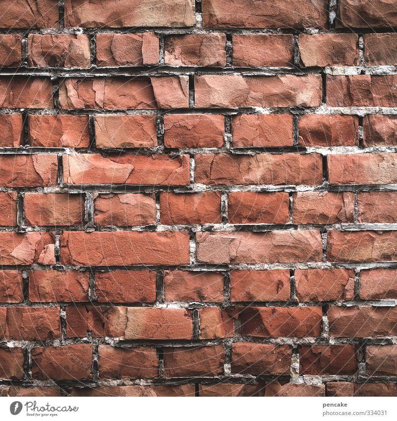 infiziert | quarantäne Einsamkeit Wand Mauer Angst geschlossen Vergänglichkeit Zeichen Backstein gefangen Justizvollzugsanstalt Quarantäne ziegelrot