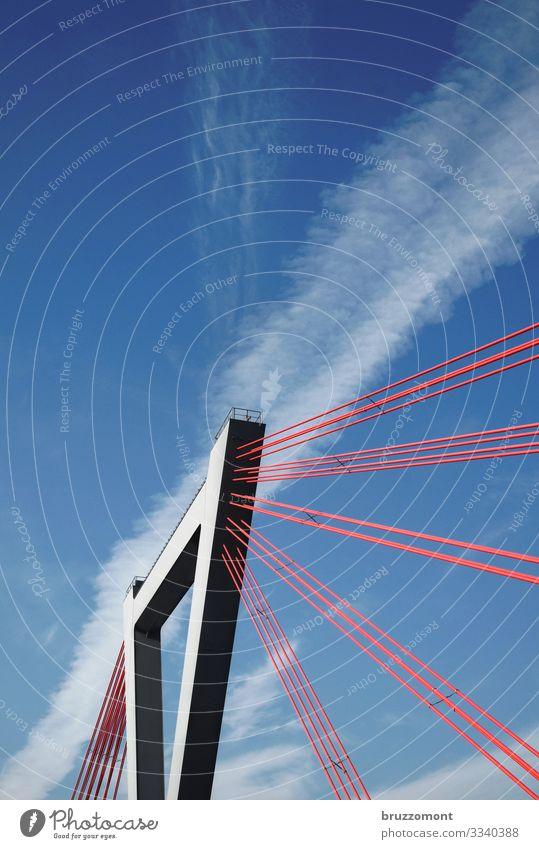 tension Himmel Wolken Stadt Bauwerk Verkehrswege Brücke Stahl hoch rot Kraft Schrägseilbrücke Pylon Düsseldorf Träger Farbfoto Außenaufnahme Menschenleer
