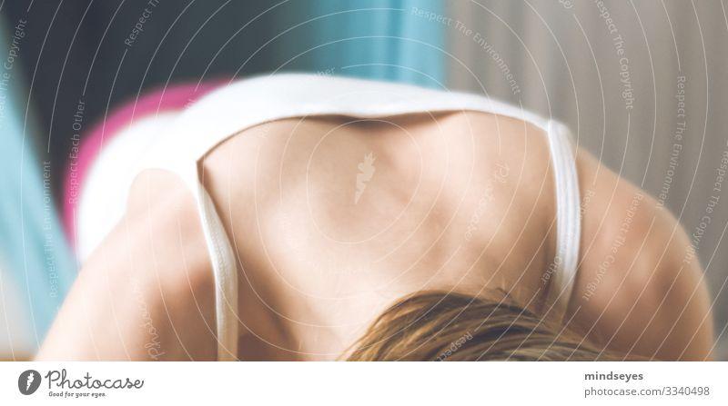 Schultern bei Liegestützen Fitness Sport-Training Turnen Kraft Krafttraining Muskulatur feminin Mädchen Rücken 1 Mensch 8-13 Jahre Kind Kindheit blond