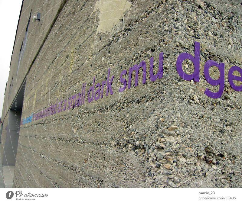 smudge kiesbeton Architektur Ecke Schriftzeichen Baustelle violett