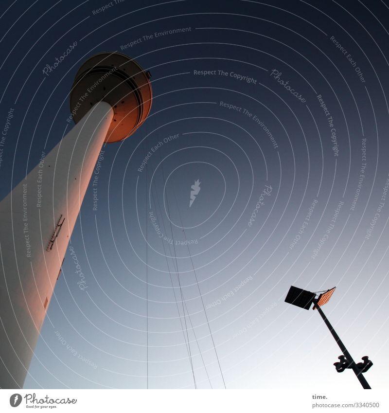 Halswirbelsäulentraining (34) Himmel Schönes Wetter Hamburg Fernsehturm Straßenbeleuchtung Lampe Turm Architektur Sehenswürdigkeit Wahrzeichen hoch Sympathie