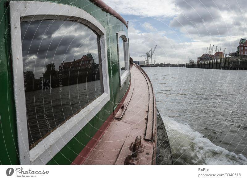 Auf einer Fähre im Hamburger Hafen. Lifestyle Stil Ferien & Urlaub & Reisen Tourismus Sightseeing Städtereise Arbeit & Erwerbstätigkeit Beruf Arbeitsplatz
