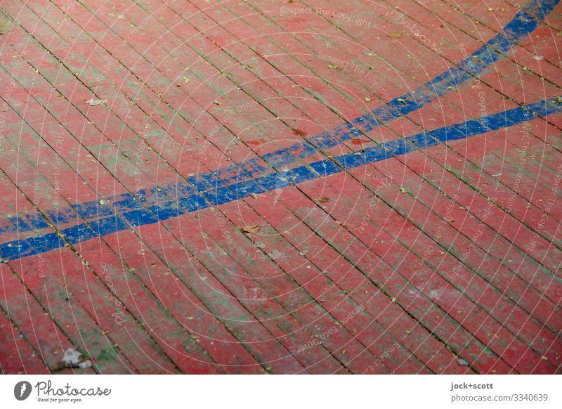 Linie trifft Linie lost places Holzfußboden Fuge Schilder & Markierungen Streifen alt dreckig einfach lang retro unten rot Stimmung Ordnungsliebe Genauigkeit