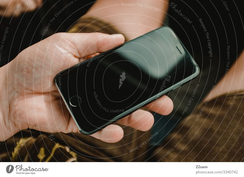 Bayer am Handy 2018 brecherspitze spitzing wandern handy kommunikation mobiltelefon halten bayer lederhose tracht tradition technik digital modern