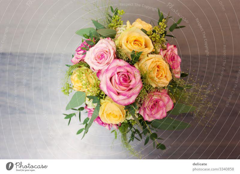 Brautstrauss Brautkleid Hochzeit Kleid Frau Farbfoto Liebe elegant Tag Erwachsene feminin Feste & Feiern Stil Freude Fröhlichkeit Mode Romantik heiraten