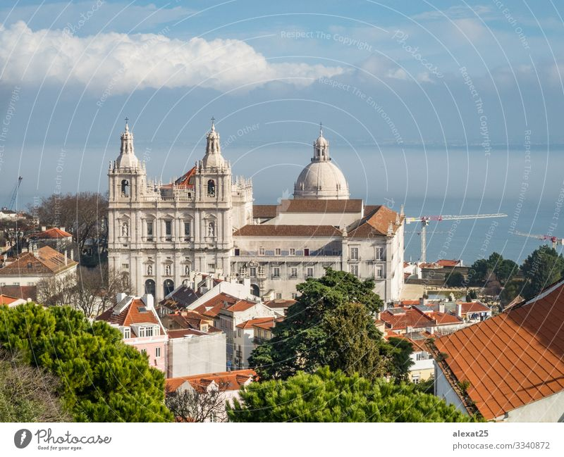 Mosteiro De Sao Vicente De Fora Kirche in Lissabon, Portugal Ferien & Urlaub & Reisen Gebäude Architektur Fassade Fluggerät alt historisch weiß