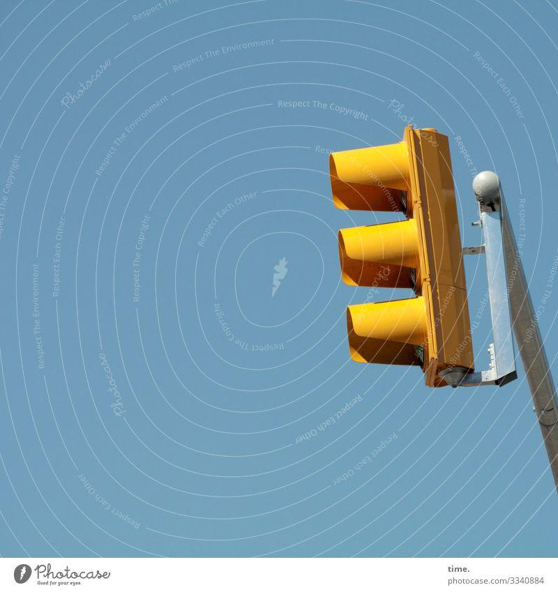 Lightboxen (17) Himmel Schönes Wetter Verkehr Ampel Haken Metall einfach frech Fröhlichkeit hoch Originalität Stadt blau gelb Wachsamkeit Ausdauer standhaft