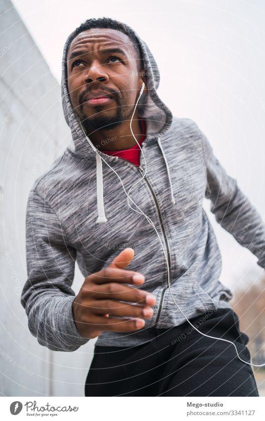 Porträt eines Fitness-Mannes beim Laufen. Lifestyle Körperpflege Erholung Freizeit & Hobby Sport Joggen Mensch maskulin Erwachsene 1 30-45 Jahre genießen