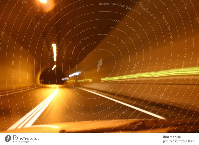 the dark at the end of the tunnel Tunnel Licht Langzeitbelichtung Geschwindigkeit Nacht Verkehr PKW