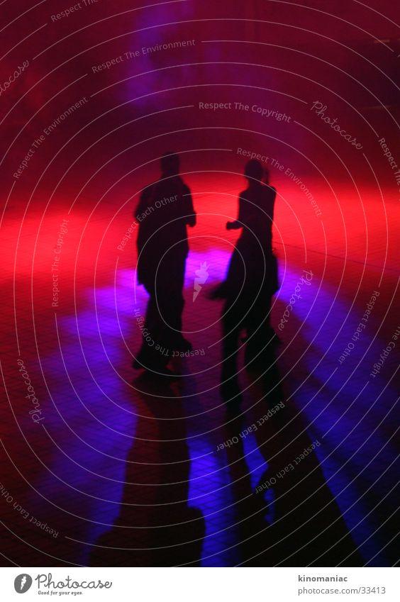 Eigentor Licht rot Party Menschengruppe Tanzen Schatten Partygast Tanzfläche clubbing Club Partynacht Beleuchtung dunkel Innenaufnahme Silhouette