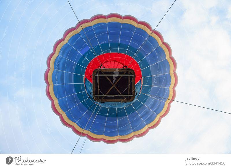 Fesselballon beim Aeroestacion-Festival in Guadix Freude Erholung Freizeit & Hobby Ferien & Urlaub & Reisen Abenteuer Himmel Wolken Verkehr Luftballon heiß blau