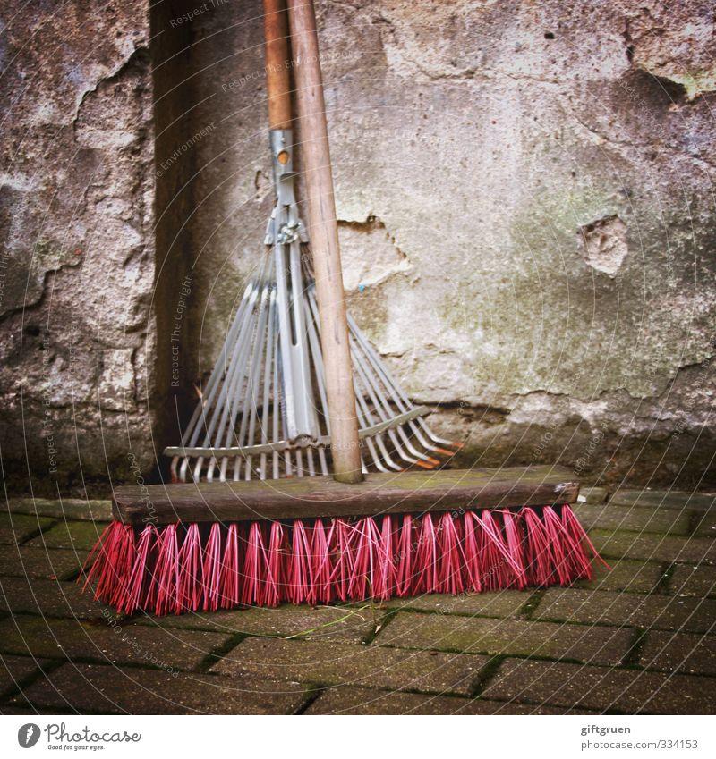 frühjahrsputz Häusliches Leben Reinigen Besen Arbeitsgeräte Arbeit & Erwerbstätigkeit Sauberkeit Reinlichkeit Mauer Putz Rechen rosa Frühjahrsputz Borsten