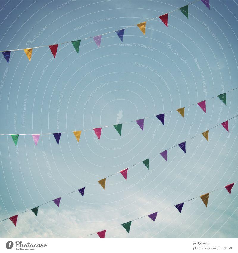 skylines Stil Sommer Kitsch Freude Glück Fröhlichkeit Zufriedenheit Lebensfreude Leichtigkeit Stimmung Fahne Symbole & Metaphern Himmel mehrfarbig Dreieck Seil