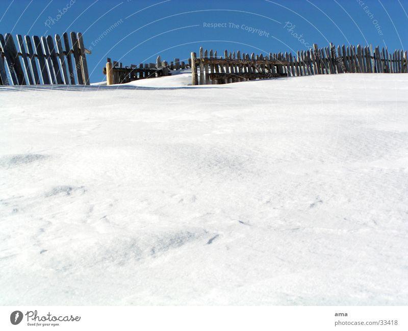 Ausweg Zaun weiß Winter Südtirol Berge u. Gebirge Schnee unangetastet