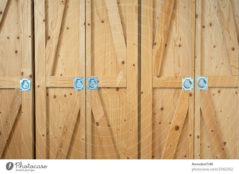 Modernes Lager mit braunen Holztüren in Nahaufnahme, Design Wohnung Haus Möbel Schlafzimmer Architektur Bekleidung Metall alt modern weiß heimwärts Innenbereich