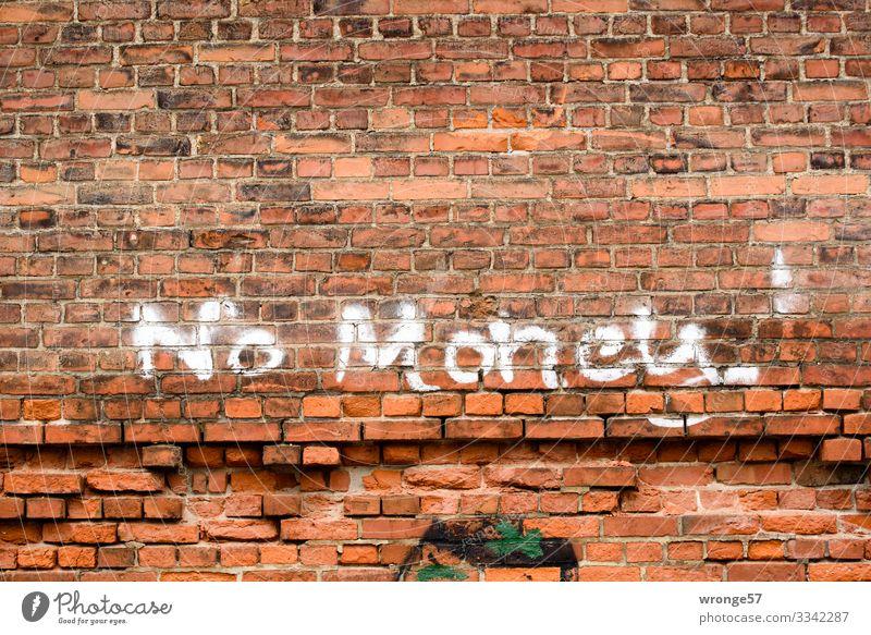 Ohne Moos nix los Fabrik Mauer Wand Stein Schriftzeichen Stadt braun rot weiß Backsteinwand Graffiti Geld Querformat Farbfoto Gedeckte Farben Außenaufnahme