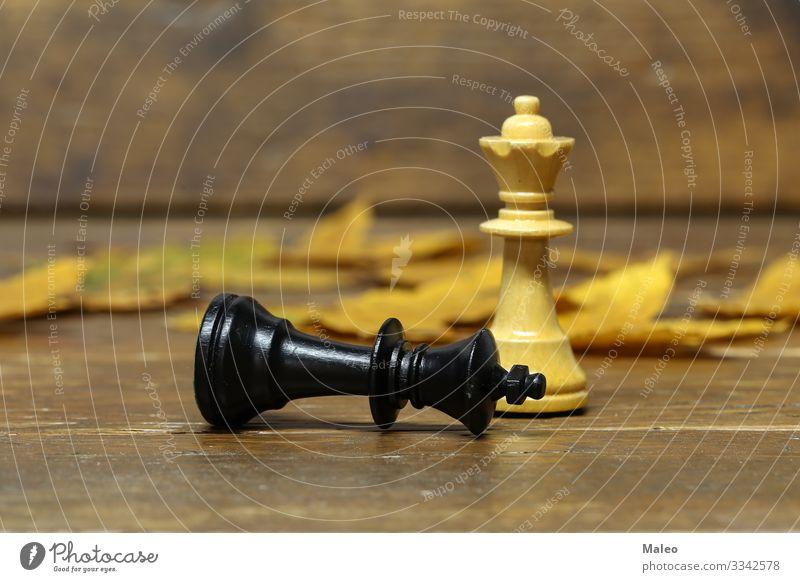 Schachfiguren Schachbrett ritter schwarz weiß Sportveranstaltung Konkurrenz König Landwirt Niederlage Spielen planen Erfolg Holzbrett Sieg satz Schlacht