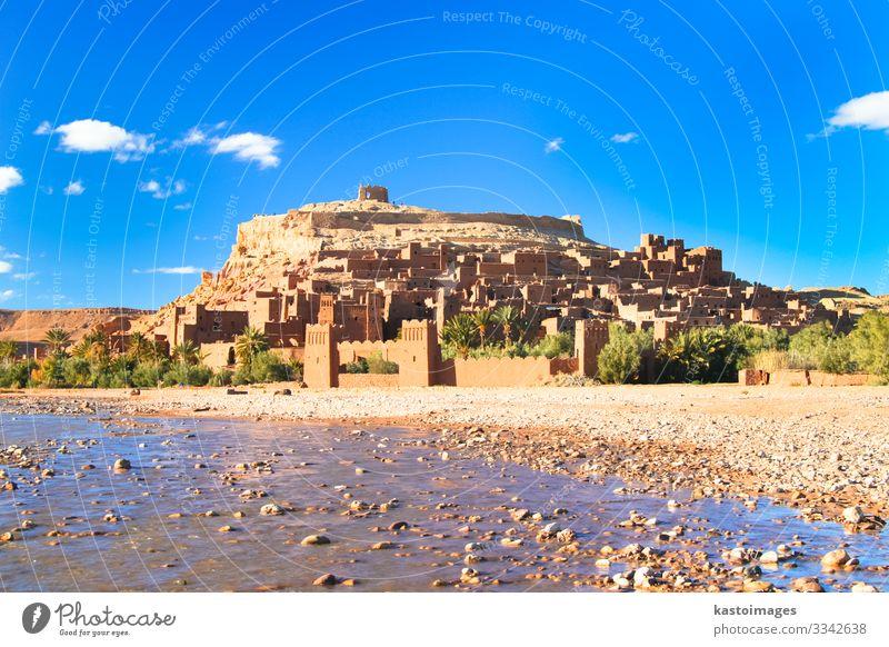 Die antike Stadt Ait Benhaddou in Marokko Ferien & Urlaub & Reisen Tourismus Kultur Landschaft Fluss Oase Dorf Burg oder Schloss Ruine Gebäude Architektur