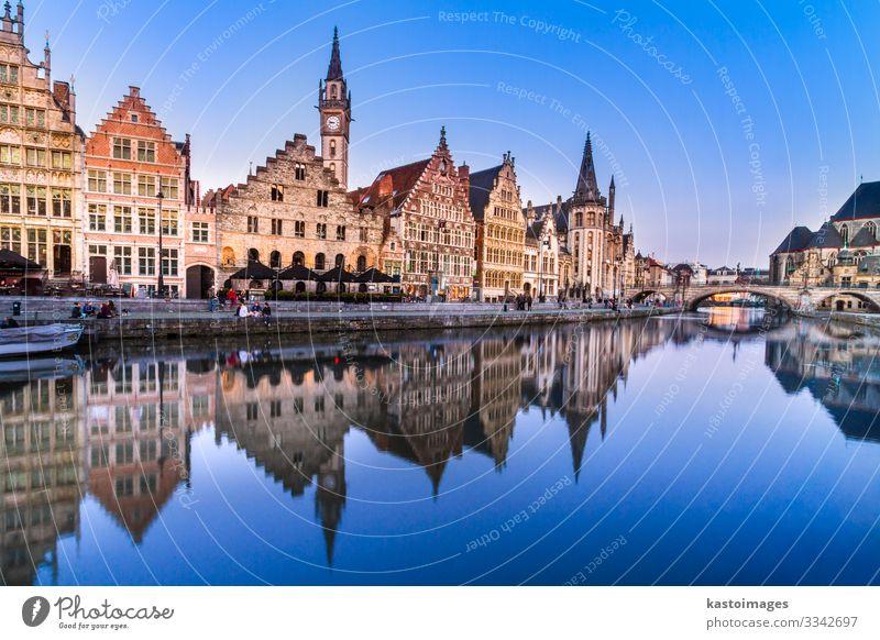 Das Leie-Ufer in Gent, Belgien, Europa. schön Leben Tourismus Haus Nachtleben Geldinstitut sprechen Himmel Fluss Stadt Kirche Brücke Gebäude Architektur Fassade
