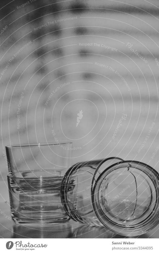 Object_1 Glas Kreativität Schwarzweißfoto Schatten Lichterscheinung Reflexion & Spiegelung 4 Innenaufnahme Experiment abstrakt Menschenleer Textfreiraum oben