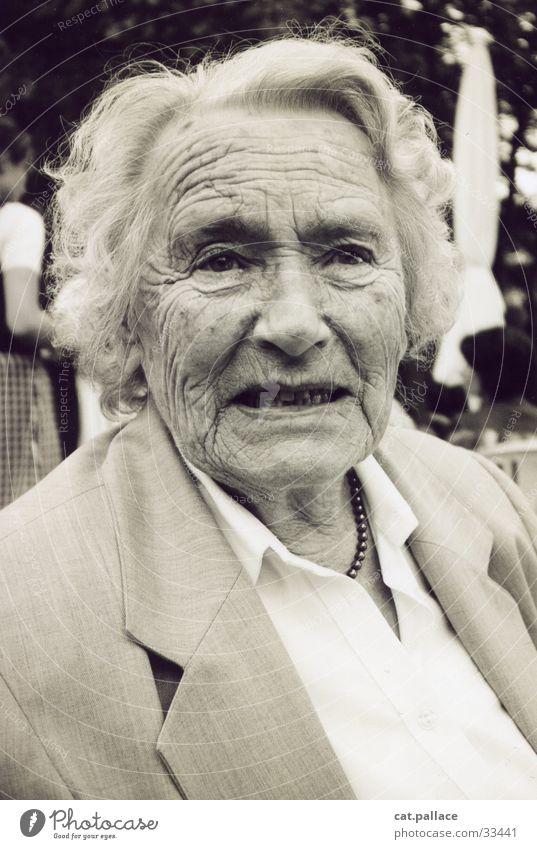 oma Frau alt Großmutter Falte Weisheit Familie & Verwandtschaft Duplex