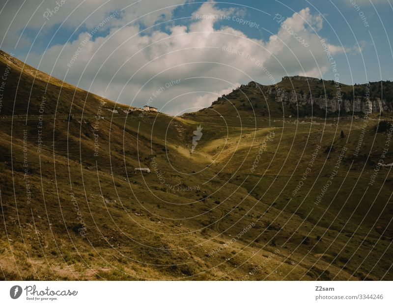 Monte Baldo alpenüberquerung gardasee mountainbike mtb transalp monte baldo passtraße wolken himmel blau wiese Berge u. Gebirge Landschaft Farbfoto
