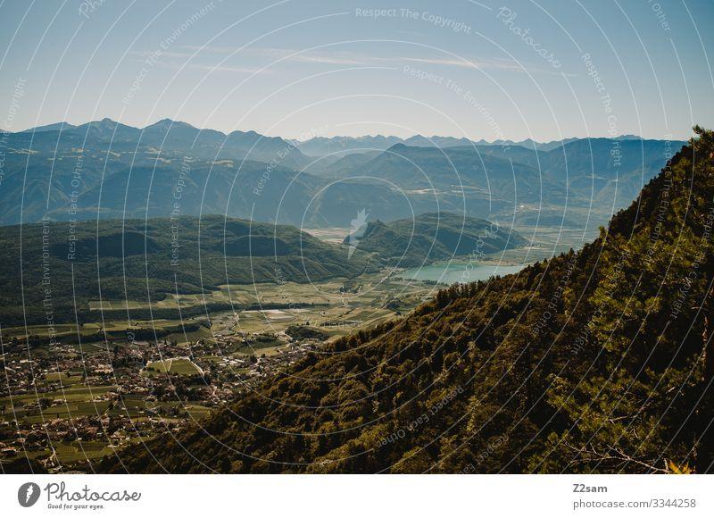 Blick auf den Kälterer See vom Mendelpass alpenüberquerung gardasee mountainbike mtb transalp mendelpass kaltererer see kaltern berge dolomiten südtirol italien
