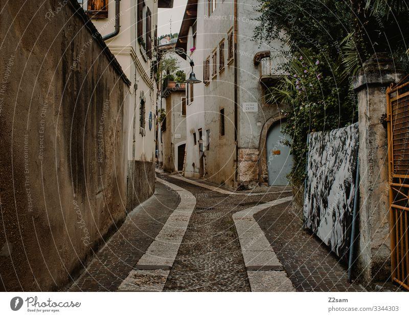 Arco | Gardasee gardasee arco ortschaft wege mediterran italien dorf italienisch norditalien gasse idylle wohnen einheimisch südländisch warm sommer Farbfoto
