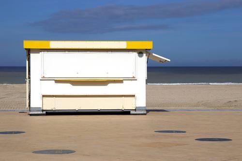 promenadenbude Strand Meer Schönes Wetter Küste Nordsee verkaufen eiswagen Eisbude Kiosk verkaufsstand Uferpromenade Promenade strandbude himmel geschlossen