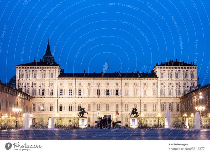 Königlicher Palast von Turin oder Palazzo Reale Stil Design Haus Museum Himmel Stadt Platz Gebäude Architektur Fassade Denkmal alt historisch retro blau antik