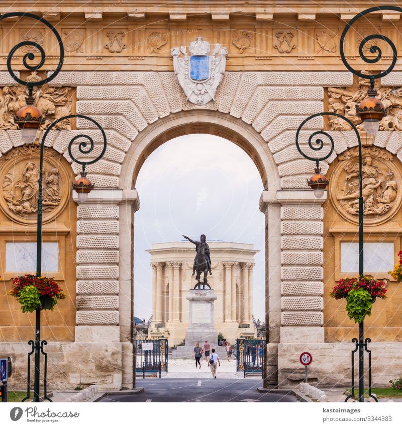 Arc de Triomphe, Montpellier, Frankreich. Ferien & Urlaub & Reisen Tourismus Kultur Himmel Park Palast Burg oder Schloss Gebäude Architektur Denkmal Straße