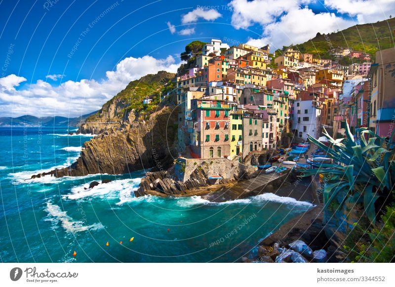 Fischerdorf Riomaggiore in den Cinque Terre, Italien schön Ferien & Urlaub & Reisen Tourismus Sommer Sonne Strand Meer Haus Natur Landschaft Himmel Wolken Park