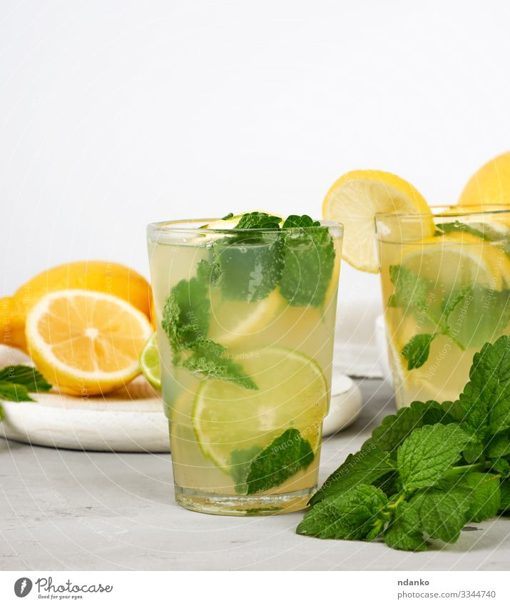Sommer Erfrischungsgetränk Limonade Frucht Süßwaren Kräuter & Gewürze Getränk Saft Alkohol Tisch Blatt Coolness saftig sauer gelb grün weiß Tradition Zitrone