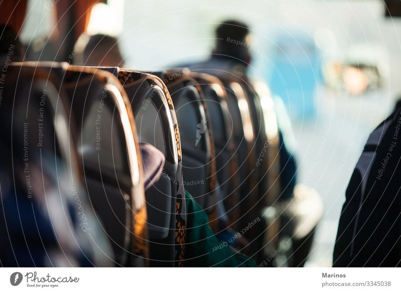 Menschen in Reisebussen. Transport, Tourismus, Autoreise. Lifestyle Glück Freizeit & Hobby Ferien & Urlaub & Reisen Ausflug Landschaft Verkehr Straße Bus