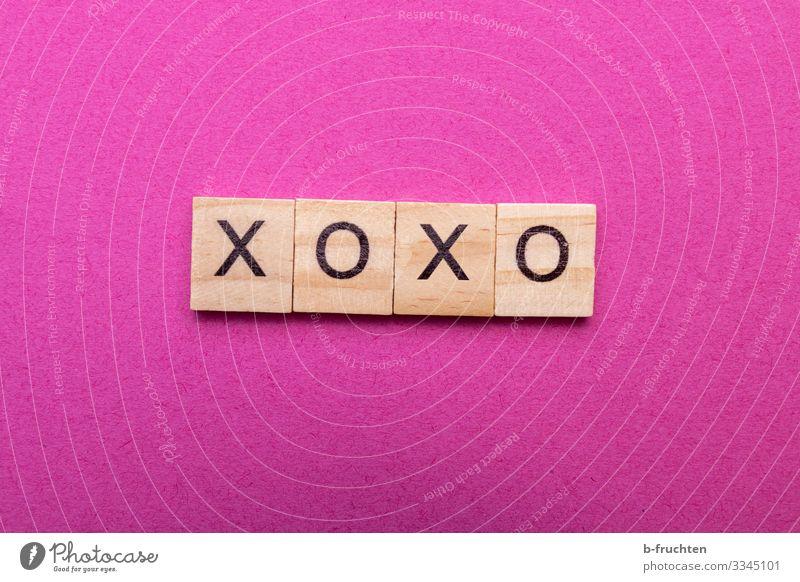 XOXO Jugendkultur Neue Medien Internet Papier Holz Zeichen Schriftzeichen Kommunizieren Küssen lesen Umarmen trendy verrückt feminin rosa Gefühle Sympathie