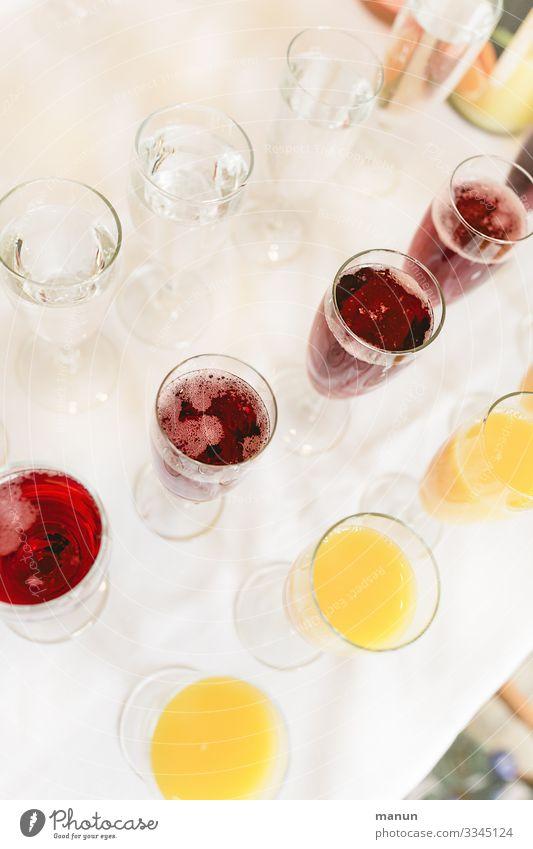 Genau in der Reihenfolge Getränk Erfrischungsgetränk Trinkwasser Alkohol Champagner Longdrink Cocktail Lifestyle Gesundheit Häusliches Leben Party Veranstaltung