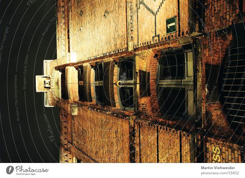 Speicherstadt Alte Speicherstadt Nacht Langzeitbelichtung Bauwerk historisch Hamburg Dachboden Größe Architektur
